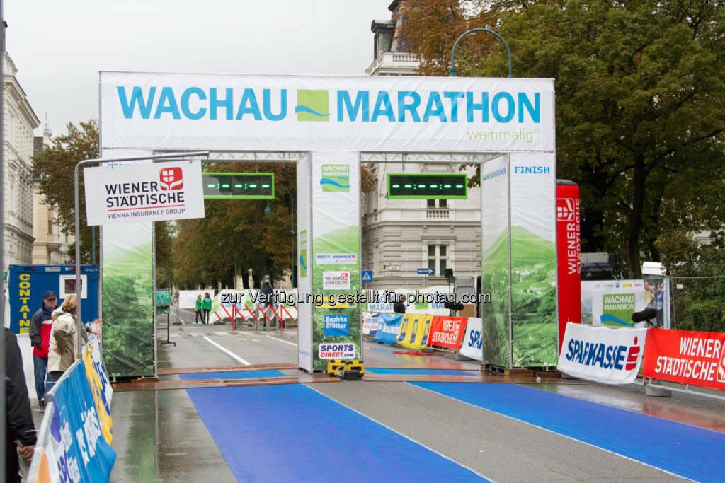 Wachau Marathon 2014, Zielbereich, © Milena Ioveva  (14.09.2014)