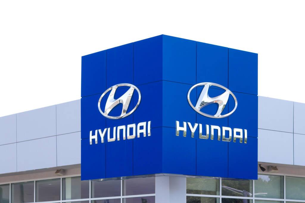 Hyundai, Logo <a href=http://www.shutterstock.com/gallery-931246p1.html?cr=00&pl=edit-00>Ken Wolter</a> / <a href=http://www.shutterstock.com/editorial?cr=00&pl=edit-00>Shutterstock.com</a>, © www.shutterstock.com (16.09.2014)