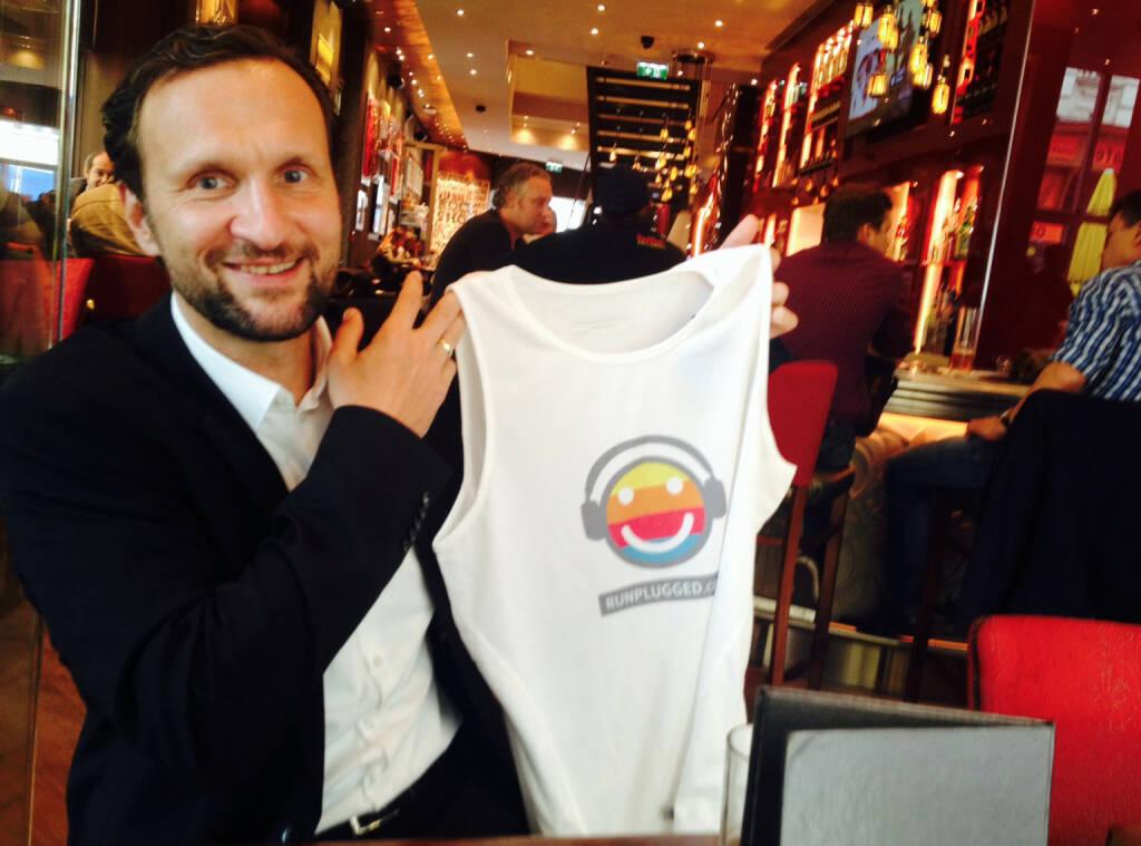 Mit Stefan Kratzsch, Deutsche Bank, im Hardrock Cafe in Wien. Besprochen wurde die Runplugged-Strategie für den Berlin-Marathon (16.09.2014)
