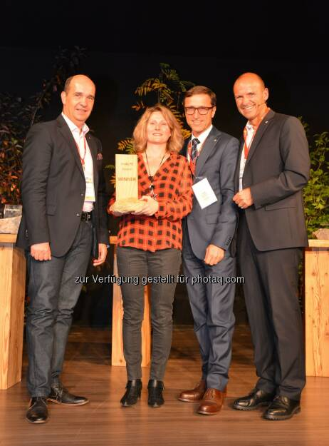 Gaudenz Thoma (Graubünden Ferien), Josef Margreiter (Präsident Alpnet) und Hubert Siller (MCI Tourismus). (v.li.): ReWild by GTA, Rhône Alpes gewinnt theAlps Award 2014, © Aussendung (17.09.2014)