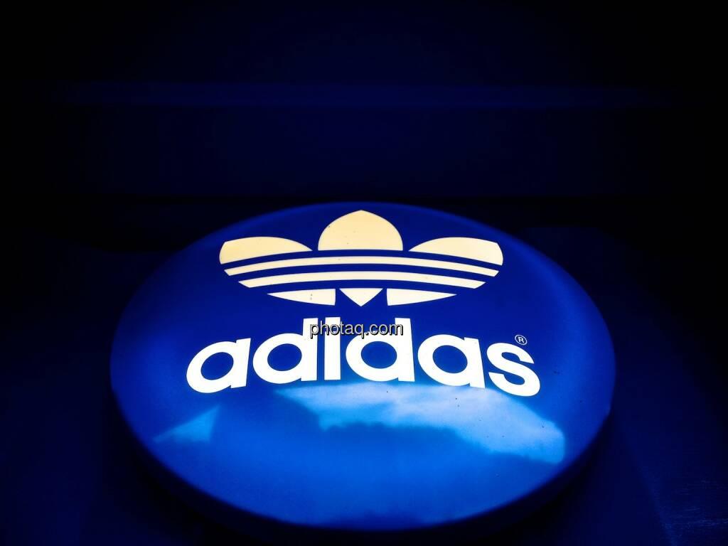 adidas, Logo, Knopf, blau, © photaq.com (20.09.2014)