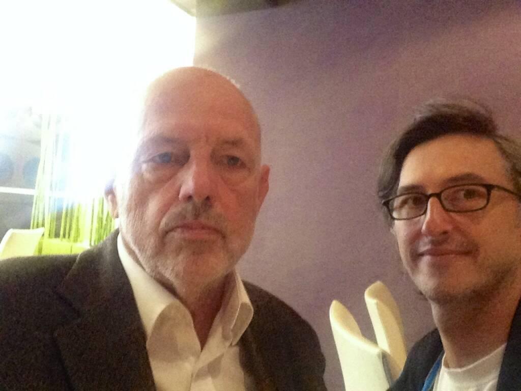Leo Kandl trifft Josef Chladek - Im Gespräch über Leos geniales Buch Weinhaus, über Fotografie im Allgemeinen und eine mögliche Zusammenarbeit im Netz - das Buch Weinhaus unter http://josefchladek.com/book/leo_kandl_-_weinhaus_fotografien_1977-1984 (20.09.2014)
