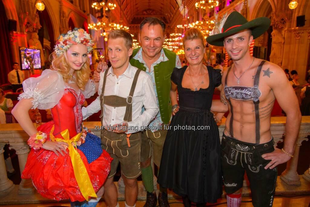 Oliver Pocher, Gerhard Schilling, Michaela Klein: Das war der Almdudler Trachtenpärchenball 2014 (20.09.2014)