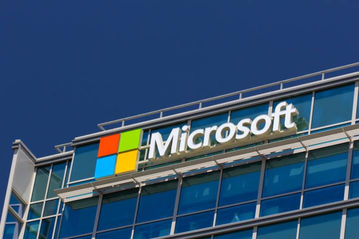 Microsoft corporate building in Santa Clara, California <a href=http://www.shutterstock.com/gallery-931246p1.html?cr=00&pl=edit-00>Ken Wolter</a> / <a href=http://www.shutterstock.com/editorial?cr=00&pl=edit-00>Shutterstock.com</a>