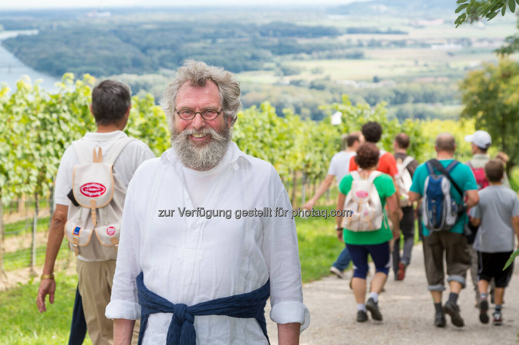 Hofer KG: 3. Herbstwandern mit Biopionier Werner Lampert lockte erneut mehr als 1.000 Wanderer in die Wachau, © Aussender (22.09.2014)