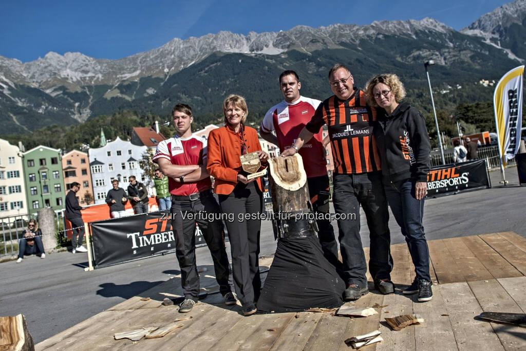 André Robitsch (Rookie of the year), Bürgermeisterin Christine Oppitz-Plörer, Armin Kugler (Österreichischer Staatsmeister), Spike Milton (Global Sports Director Stihl Timbersports(R)), Jasmin Oun (Pressesprecherin Stihl Timbersports(R): P8 GmbH: Stihl Timbersports(R))Weltmeisterschaft 2014 in Österreich, © Aussendung (24.09.2014)