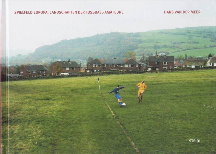 Hans van der Meer - Spielfeld Europa: Landschaften der Fußball-Amateure, Steidl, 2014, Cover - http://josefchladek.com/book/hans_van_der_meer_-_european_fields_the_landscape_of_lower_league_football_spielfeld_europa_landschaften_der_fussball-amateure