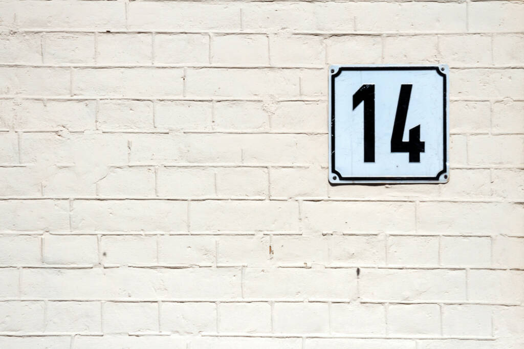 14, vierzehn, Zahl, http://www.shutterstock.com/de/pic-189160220/stock-photo-number-on-textured-brick-wall.html, © (www.shutterstock.com) (26.09.2014)