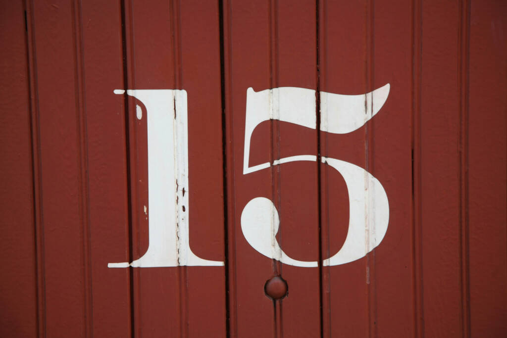 15, fünfzehn, Zahl, http://www.shutterstock.com/de/pic-129167567/stock-photo-numbers-painted-on-the-sides-of-old-railway-boxcars-from-the-early-to-mid-s.html, © (www.shutterstock.com) (26.09.2014)