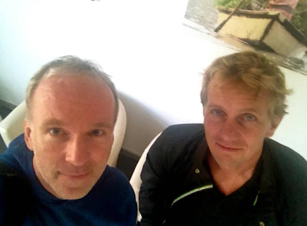 Christian Drastil, Michael Marek in der Ordination von http://www.augenmedizin.at in Brunn/Gebirge, zum Vienna Night Run wird es eine Koop von augenmedizin.at und http://www.runplugged.com geben (27.09.2014)