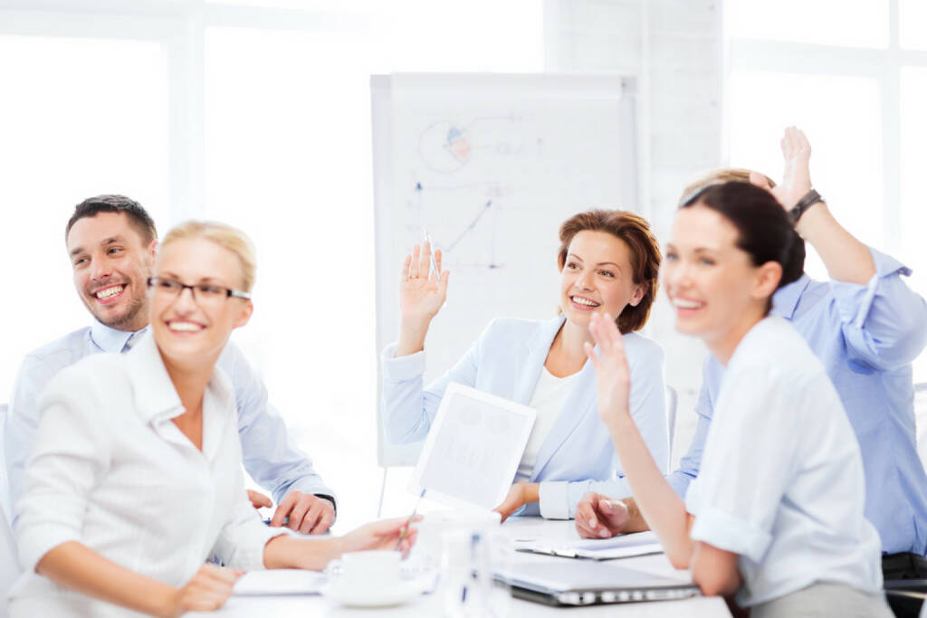 winken, grüßen, grüssen, ciao, hallo, begrüssen, lächeln, office, verabschieden, Meeting http://www.shutterstock.com/de/pic-148222163/stock-photo-business-concept-business-team-having-meeting-in-office.html (29.09.2014)