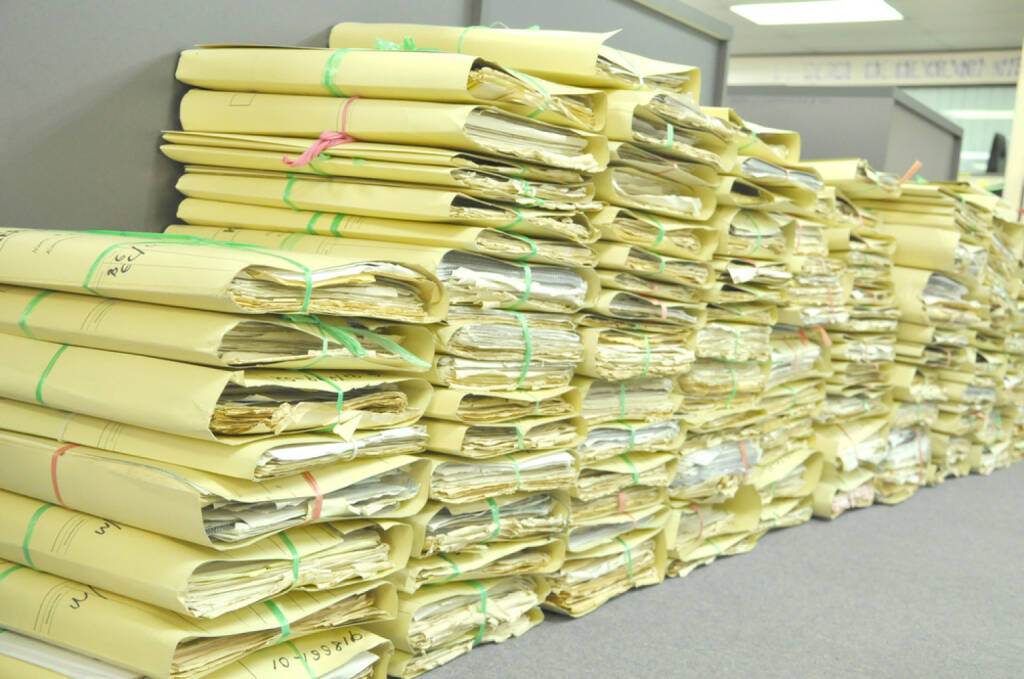 research, Archiv, nachschlagen, suchen, Akten, Ordner, http://www.shutterstock.com/de/pic-176674538/stock-photo-stack-of-tied-old-files-yellowing-on-office-floor.html, © (www.shutterstock.com) (29.09.2014)
