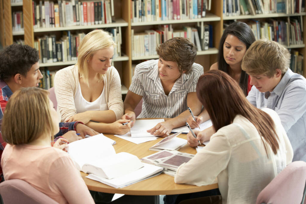 research, studieren, lernen, Diskussion, Universität, Bibliothek, Recherche, http://www.shutterstock.com/de/pic-200531789/stock-photo-students-working-together-in-library.html, © (www.shutterstock.com) (29.09.2014)