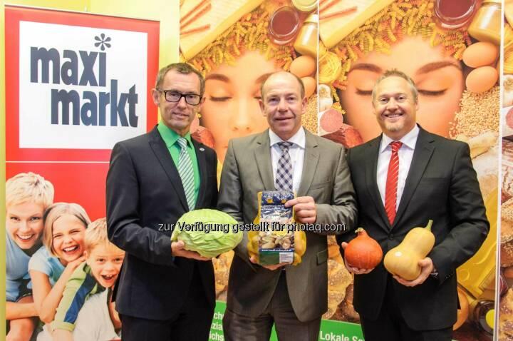 Klaus Hraby, GF Efko GmbH, LR Max Hiegelsberger, Thomas Schrenk, GF Maximarkt Handels GmbH: Maximarkt: für über 1 Mio Kunden Obst und Gemüse auf Eferding