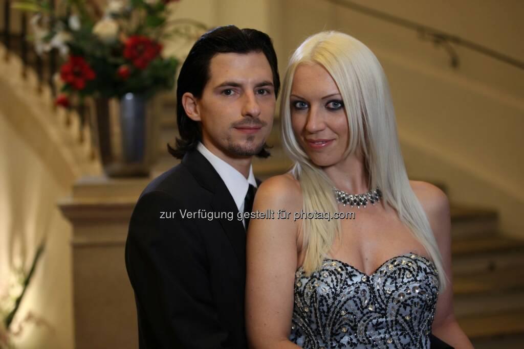 Nackt - Jeannine und Mario aus Graz (Bild: Shinyside Productions) (01.10.2014)