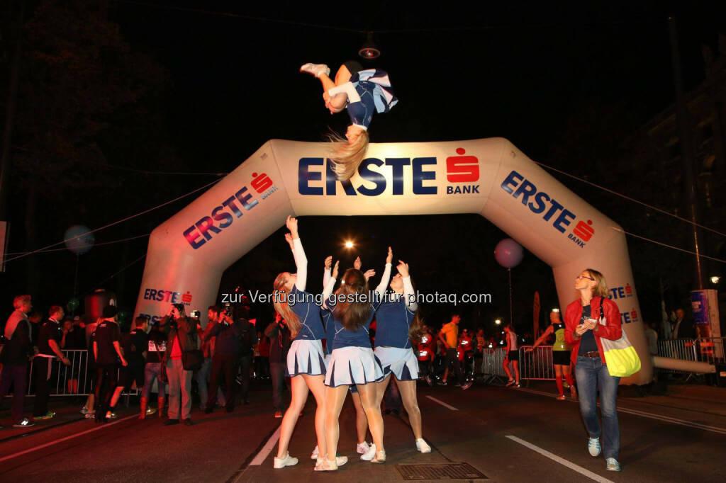 erste bank vienna night run 2014, cheerleader, © erste bank vienna night run/Ludwig Schedl (01.10.2014)