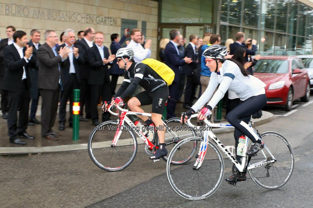19 Radler von neun österreichischen Immobilienunternehmen nehmen auch dieses Jahr die Strecke Wien-Münchner Expo mit dem Rad in Angriff, © CA Immo/APA-Fotoservice/Schedl (01.10.2014)