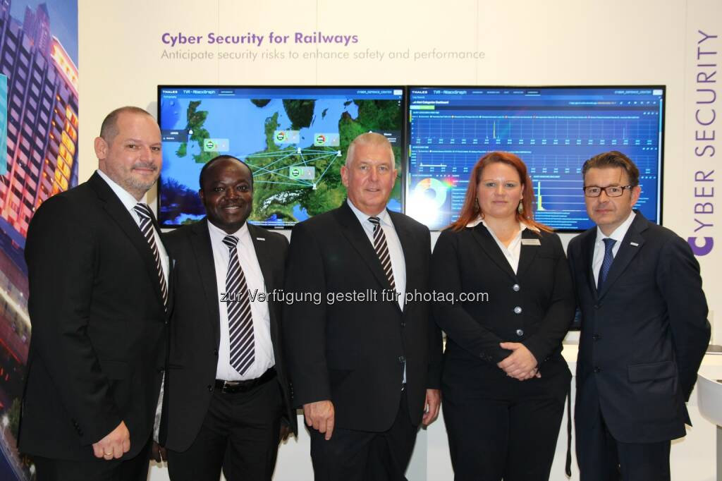 Alexander Szönyi: Sales Manager Domestic - John Kojo Ampia-Addison: Software Developer -  Alfred Veider: VP, Country Director & CEO - Alzbeta Helienek, Product Manager - Hannes Boyer: Director Marketing & Sales, Defence & Security: Thales bei der InnoTrans 2014 in Berlin, © Aussendung (02.10.2014)