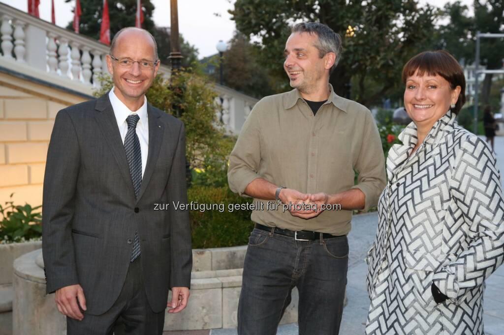 Wolfgang Mandl (Vorstand BKS Bank), Thomas Maurer (Kabarettist), Herta Stockbauer (Vorstandsvorsitzende BKS Bank): BKS Bank mit Thomas Maurer im Casino Baden, © Aussender (03.10.2014)