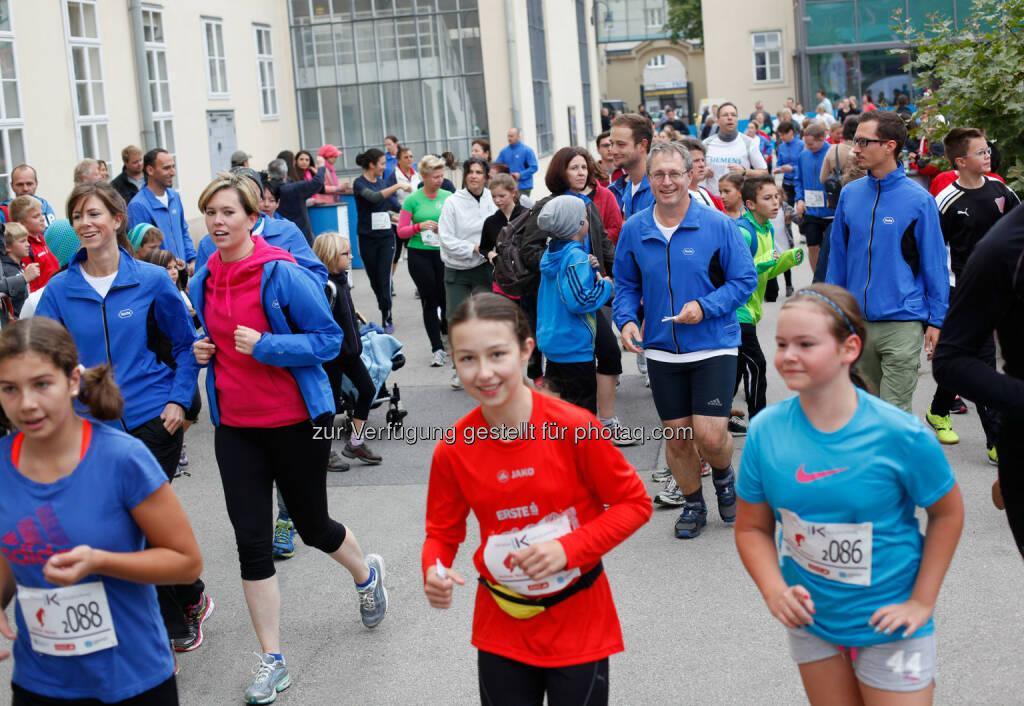 Rund 3.500 LäuferInnen kamen zum 8. Krebsforschungslauf der Initiative Krebsforschung der Medizinischen Universität Wien, um ihre Startspende und Laufleistung auf dem Uni-Campus Altes AKH für die Krebsforschung zu spenden. (05.10.2014)