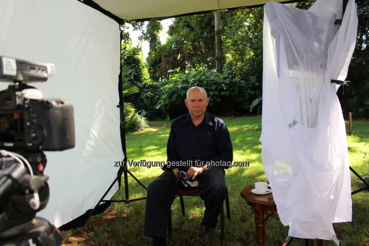 Fotograf und Fotojournalist Steve McCurry am Set des Lavazza Kalenders 2015: Lavazza Kaffee GmbH: Lavazza Kalender 2015: Starfotograf Steve McCurry porträtiert die Earth Defenders