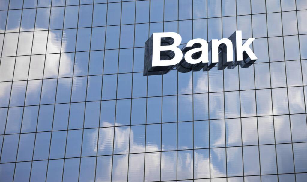 Bank, Gebäude, http://www.shutterstock.com/de/pic-157615589/stock-photo-bank-sign-on-the-modern-building-close-up.html (07.10.2014)