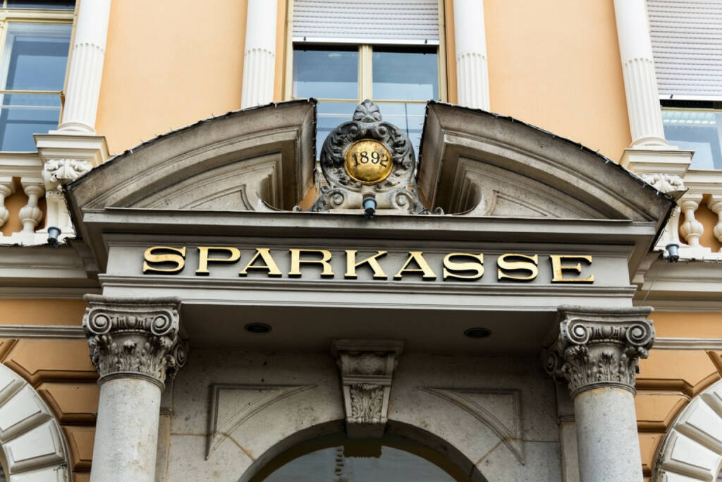 Sparkasse, Bank, http://www.shutterstock.com/de/pic-170407313/stock-photo-the-words-savings-bank-on-a-building.html (07.10.2014)