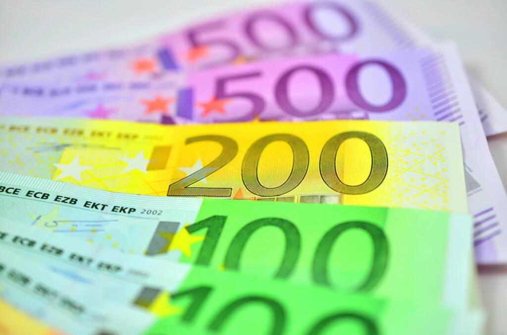 Bank, Geld, Banknoten, Euro, Geldschein, http://www.shutterstock.com/de/pic-201334295/stock-photo-euro-banknotes.html (07.10.2014)