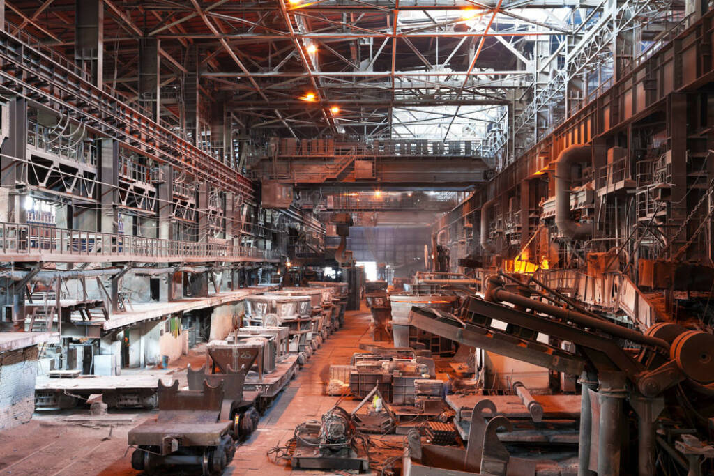 Stahl, Stahlwerk, Fabrikshalle, Halle, Industrie, Metall, http://www.shutterstock.com/de/pic-58675144/stock-photo-interior-of-metallurgical-plant-workshop.html (08.10.2014)