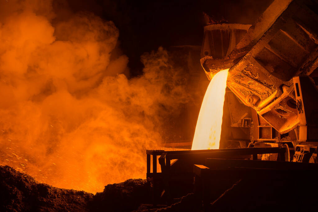 Stahl, Giesswerk, heiss, flüssig, schmelzen, Industrie, Metall, http://www.shutterstock.com/de/pic-170226392/stock-photo-hot-steel-pouring-in-steel-plant.html (08.10.2014)