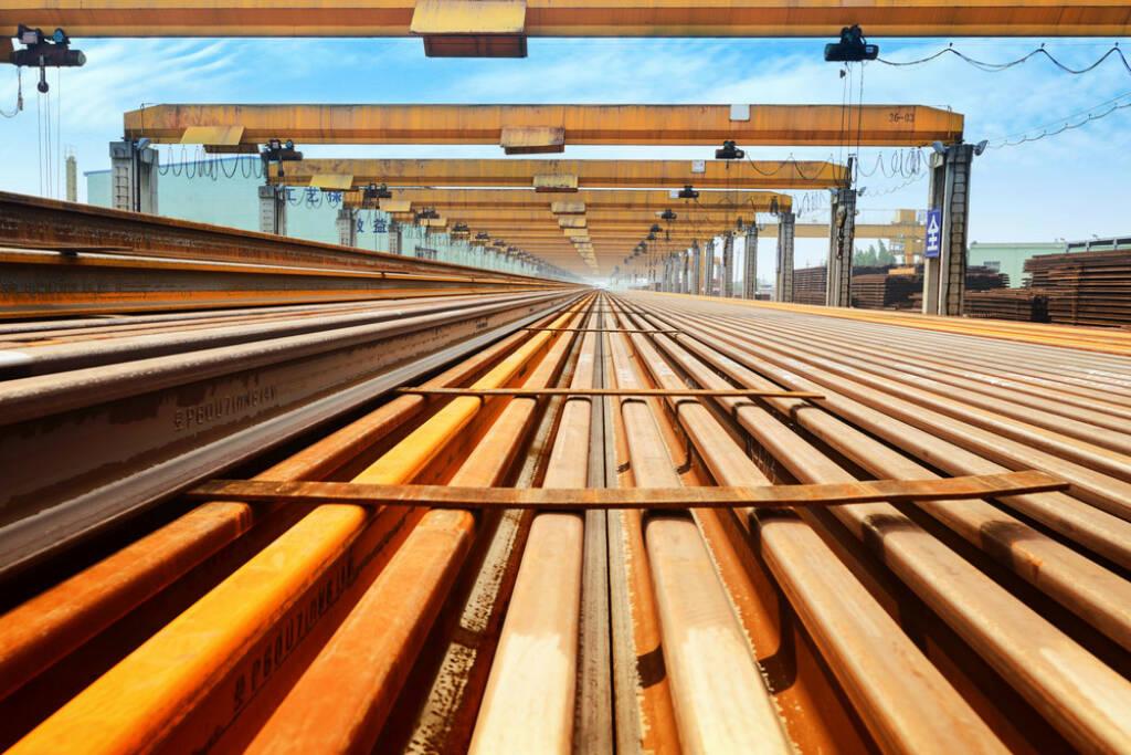 Stahl, Schienen, Bahn, Eisenbahn, Metall, Industrie, http://www.shutterstock.com/de/pic-207053251/stock-photo-rail-manufacturing-plant.html (08.10.2014)