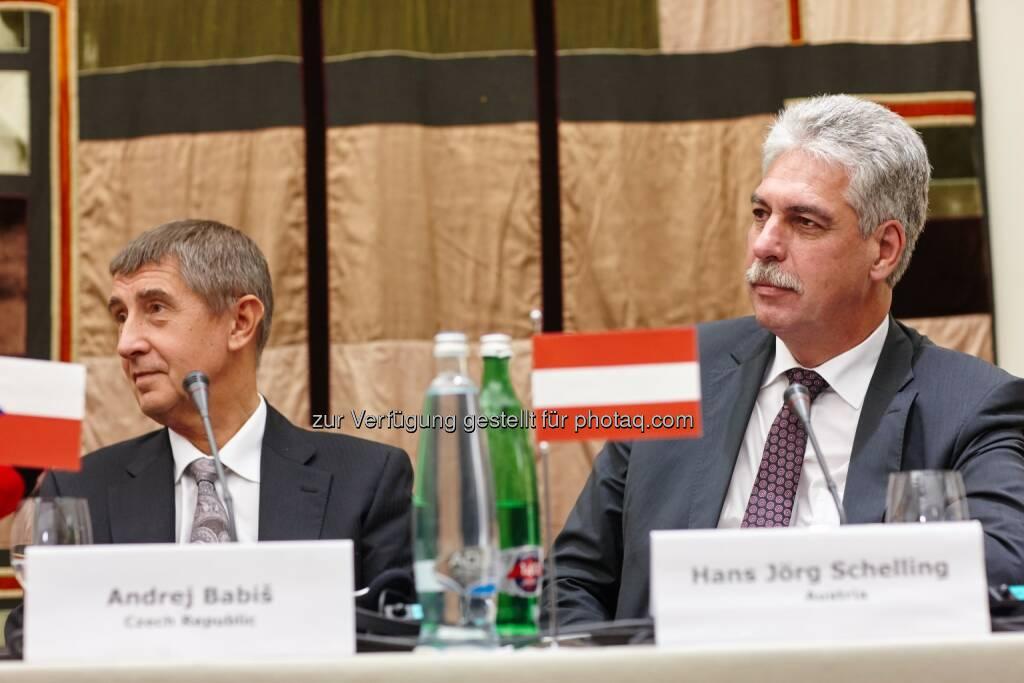 Finanzminister Hans Jörg Schelling (re.) mit seinem tschechischen Amtskollegen Andrej Babiš (li.).: Finanzminister Schelling bei Arbeitstreffen in Prag, Quelle/Copyright (c): BMF/Kapran, © Finanzministerium (08.10.2014)