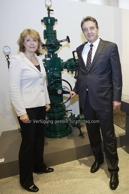 Direktorin Gabriele Zuna-Kratky (TMW) und Generaldirektor Gerhard Roiss (OMV): Technisches Museum Wien: Erdöl & Erdgas: Neuer Ausstellungsbereich im Technischen Museum Wien, © Aussender (09.10.2014)