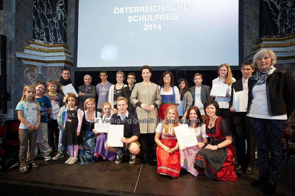 BM für Bildung und Frauen: Bildungsministerin Gabriele Heinisch-Hosek prämiert die Polytechnische Schule Telfs (Tirol) mit dem Schulpreis 2014, © Aussendung (11.10.2014)
