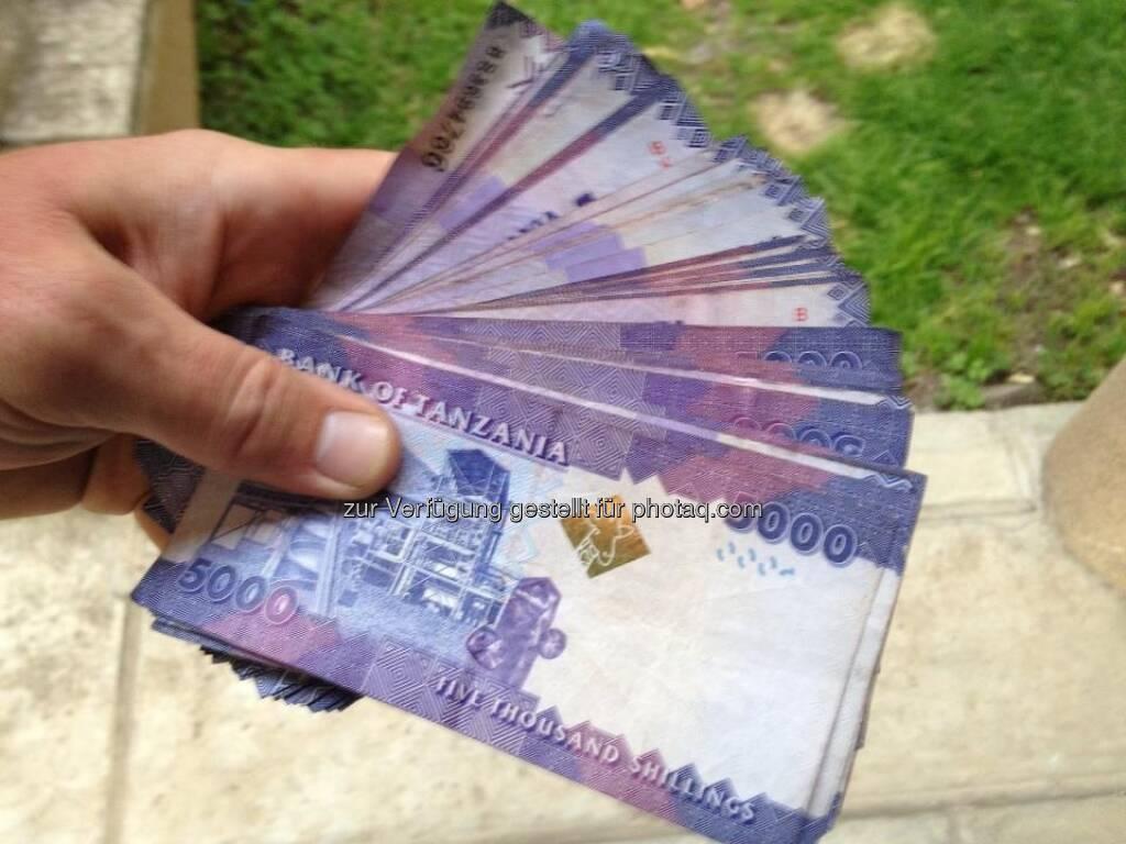 War beim Bankomat und habe 400.000 Shilling behoben :-) ...., © Karl Mauracher (27.01.2013)