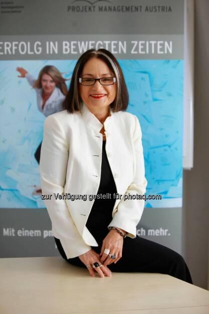 Brigitte Schaden, pma Vorstandsvorsitzende, erhält Honorary Fellowship von IPMA, © Aussender (13.10.2014)