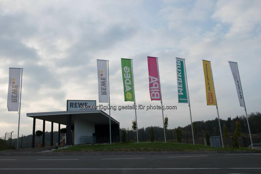 Österr. Gesellschaft für Nachhaltige Immobilienwirtschaft: Rewe International AG Zentrallager West erhält Zertifikat in Gold - Adeg, BIPA, Billa, Merkur (Bild: Rewe International AG/APA-Fotoservice/Kerschbaummayr), © Aussendung (14.10.2014)