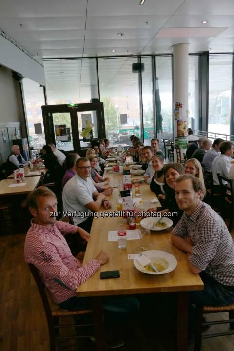 Intranet Verantwortliche u.a. von Deloitte, Spar, Arbeiterkammer und Swarovski beim Erfahrungsaustausch in den Twin Towers in Wien, (C) advatera.com