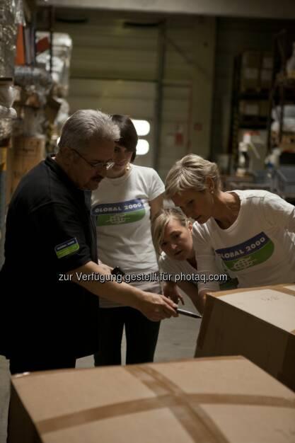 Global 2000 Tschernobyl-Kinder-Projektleiter Christoph Otto mit Kolleginnen beim Vorbereiten für einen Hilfstransport: Hilfsaufruf zu Sachspenden für Kinder in der Ukraine beim Global 2000 Geburtstagsfest, © Aussender (15.10.2014)