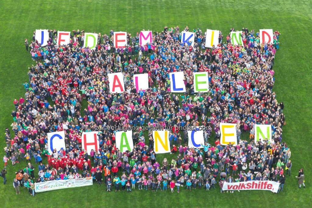 Volkshilfe Österreich: Jedem Kind alle Chancen: Volkshilfe Aktion gegen Ausgrenzung von Kindern: Mehr als 2.500 Kinder und die Volkshilfe setzen ein Zeichen gegen Kinderarmut, © Aussender (15.10.2014)