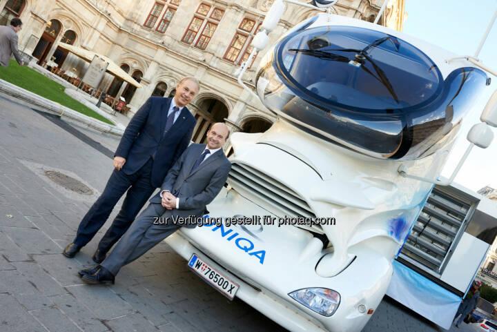Dominique Meyer, Direktor der Wiener Staatsoper und Uniqa Österreich Vorstand Peter Eichler - 850 Pferdestärken für die Gesundheit - Uniqa Trucks im Dienst der Staatsoper (Bild: Uniqa/Klimpt)