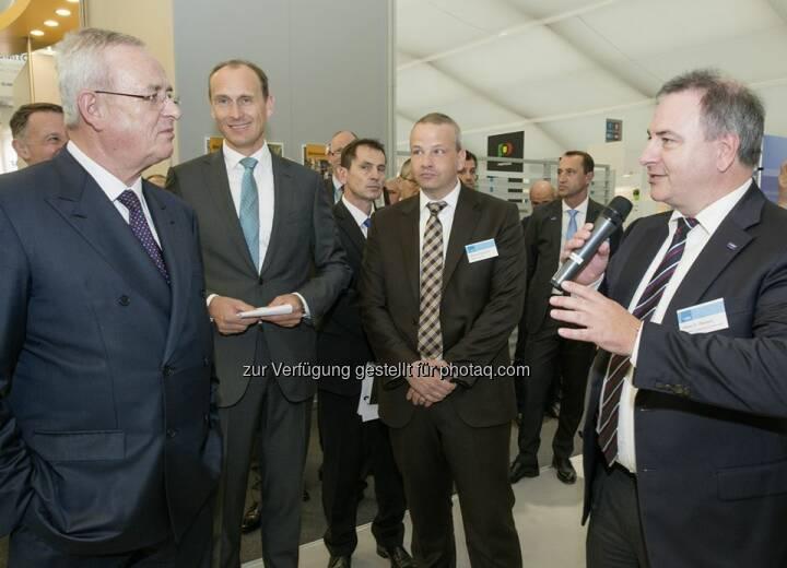 Martin Winterkorn, Vorstandsvorsitzender der Volkswagen AG, besuchte am 14. Oktober zusammen mit weiteren Vorstandskollegen den Messestand der BASF, auf der IZB 2014,  um sich über Innovationen aus der Chemie für zukünftige Mobilitätslösungen zu informieren. [CR] http://www.basf.com/group/pressemitteilungen/P-14-362  Source: http://facebook.com/BASF.Deutschland