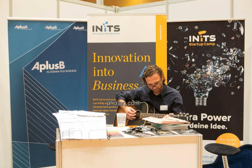 Inits, Gitarre, © photaq/Martina Draper (16.10.2014)