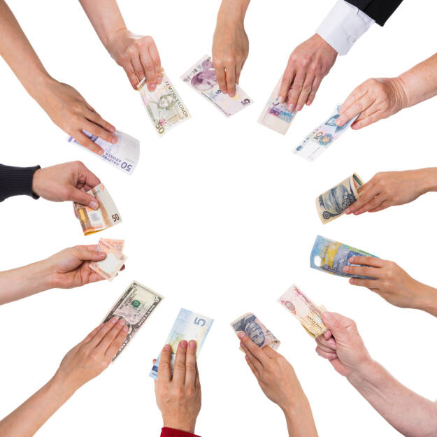 Konzept Crowdfunding, unterschiedliche Währungen http://www.shutterstock.com/de/pic-191838713/stock-photo-concept-crowdfunding-with-a-lot-of-hands-with-different-currencies.html, © www.shutterstock.com (24.03.2017)