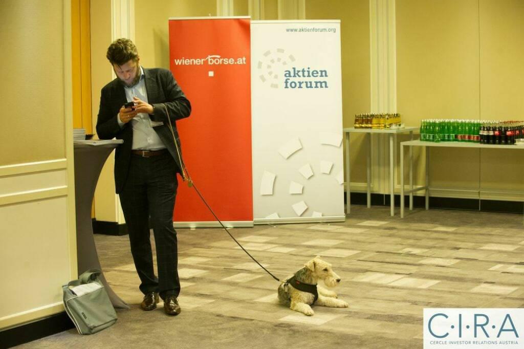 Wiener Börse Aktienforum Handy Hund, © C.I.R.A. (21.10.2014)
