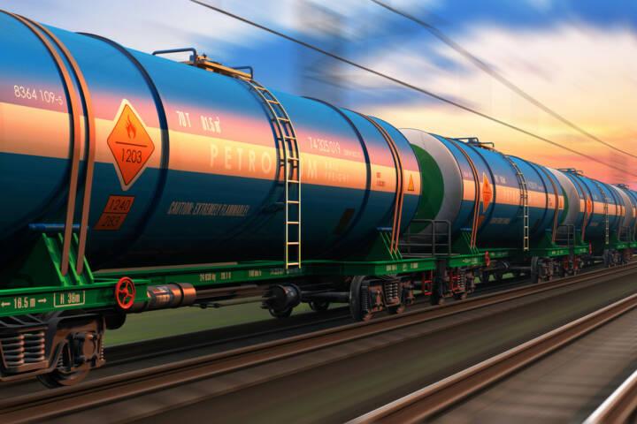 Erdöl, Ölindustrie, Bahn, Tank, Waggon, Güterzug, http://www.shutterstock.com/de/pic-199697969/stock-photo-cargo-railway-shipping-industry-and-freight-railroad-transportation-industrial-concept-modern-high.html