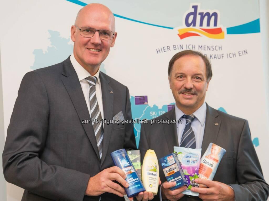 Martin Engelmann (dm Geschäftsführer), Manfred Kühner (dm Geschäftsführer): dm drogerie markt GmbH: Kunden belohnen dm mit Rekordumsatz, © Aussender (23.10.2014)