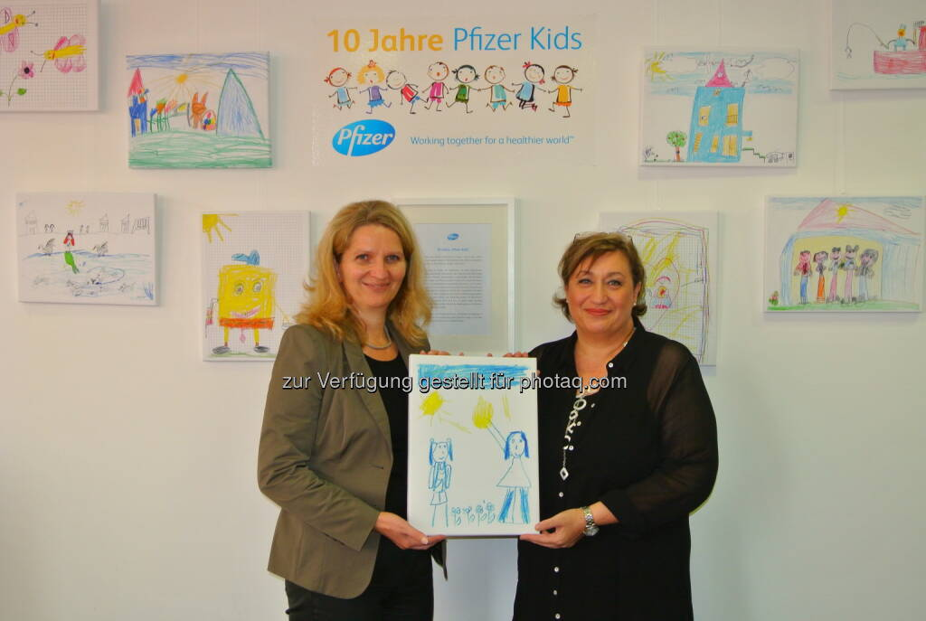 Cornelia Heinrich ( Caritas der Erzdiözese Wien / Leiterin des Bereiches Beratung und Familie) und Claudia Handl (Corporate Affairs Director bei Pfizer Corporation Austria): Pfizer Corporation Austria: 10 Jahre Pfizer Kids, © Aussender (27.10.2014)