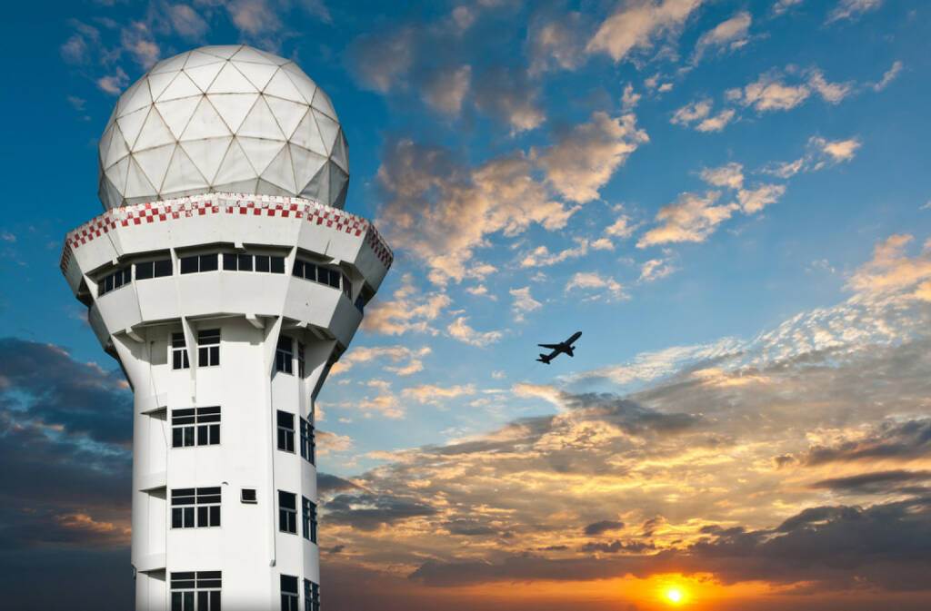 Flughafen, Flugzeug, Tower, Luftfahrt, http://www.shutterstock.com/de/pic-90072712/stock-photo-air-traffic-control-tower-with-airplane-silhouette-over-sunset.html (27.10.2014)