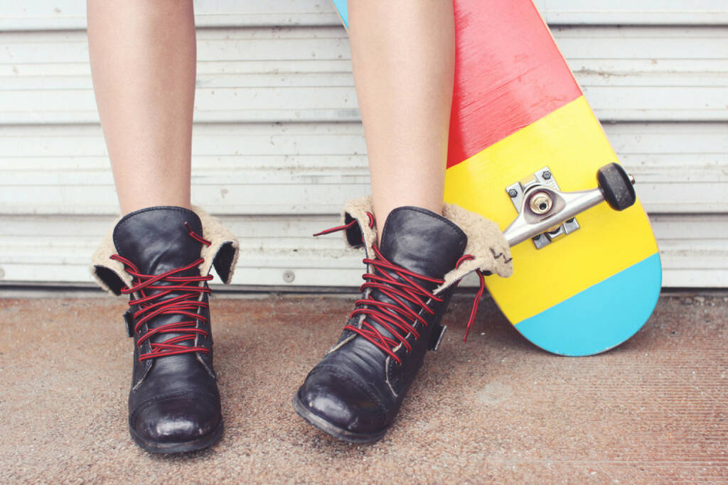 lockern, Schnürsenkel, Schuhband, Schuhe, lockern, http://www.shutterstock.com/de/pic-174726407/stock-photo-close-up-of-a-young-skater-girl-s-feet-and-skateboard.html, © www.shutterstock.com (24.03.2017)